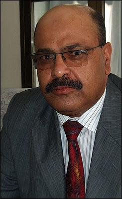 ADVARER FAROUK: Advokat Mohammad Mahdi Baqwali har advart sin klient om å dra til Storbritannia for å la seg avhøre. Foto: Daily Telegraph
