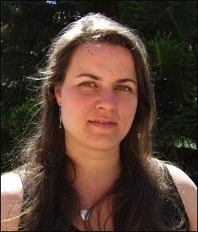 Ser på tannfelling: Hun har og har hatt alle sine seks barn på Steinerskole eller i Steinerbarnehage, Hilde Lengali. Hun mener det har noe for seg å vente med lese- og skriveopplæring til tannfellingen er over. Foto: privat