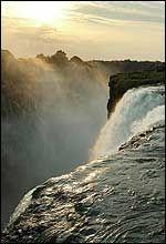 NATURSKJØNT: Victoria Falls. Foto: Reuters