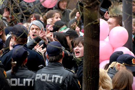ENGAJSERT: Det var høy temperatur blant demonstrantene. Foto: Aleksander Vallestad
