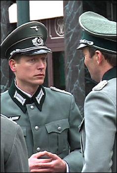 SOLDATER: Bilde tatt under innspillingen i Karl Johans gate tirsdag formiddag. Foto: Roar Dalmo Moltubak, VGTV