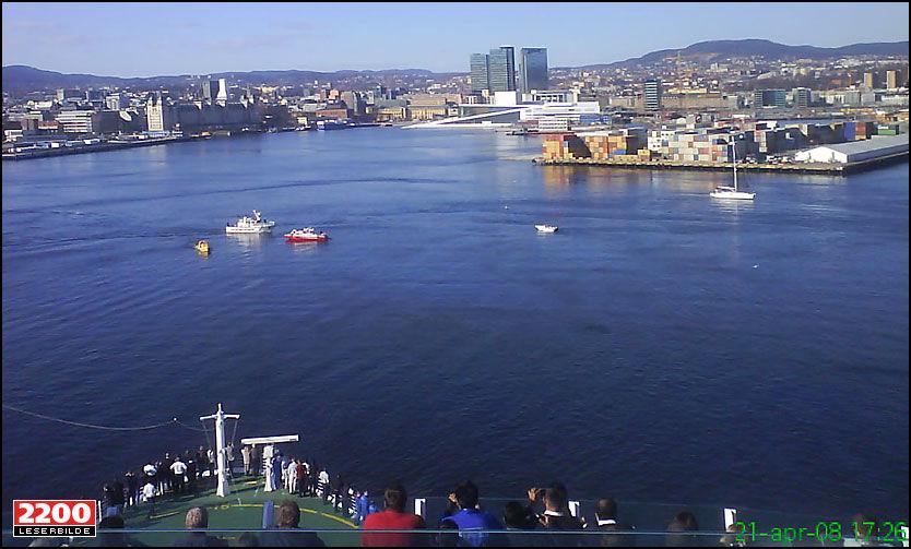 STOPPET OPP: «Jewel of the Seas» er i ettermiddag på vei mot Amsterdam. På vei ut fra Oslo ble skipet hindret av et lik som fløt i vannet. Foto: MMS-foto: Frank Thrana