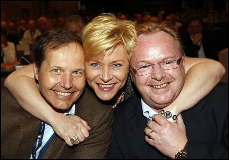 STØRST: Nestformann Per Arne Olsen (f.v.), partiformann Siv Jensen og nestformann Per Sandberg kan glede seg over at Fremskritsspartiet er størst i ny måling. Foto: Scanpix