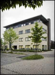 UTENLANDS: Her, i byen Uitgeest i Nederland, er foretaket til Lars Rune Paulsen registrert. Foto: ANP