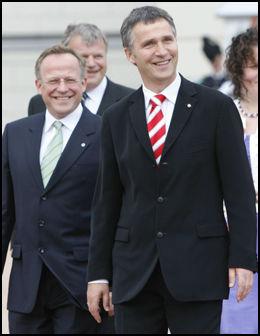 INN: Lars Peder Brekk (t.v.) er eneste nye mann inn i Jens Stoltenbergs regjering. I alt er det imidlertid fire nye departementer som får ny sjef. Foto: Scanpix