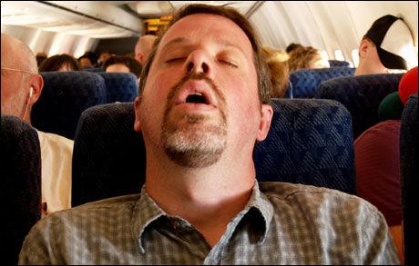 UREDD: Denne mannen ser ikke ut til å være særlig preget av flyskrekk. Kanskje har han lest rådene i denne artikkelen? Foto: Istockphoto