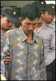 DØMT TIL DØDEN: Ahmad Suradji ble funnet skyldig i drapene på 42 kvinner. Foto: AP