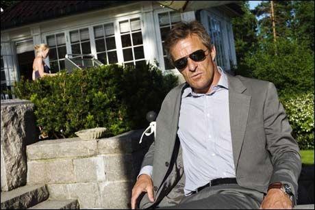 TRILLER IKKE: Milliardær Jan Haudemann Andersen liker ikke å se menn trille barnevogn. - Ha ha, dette er bare humoristisk, svarer Erik Solheim. Foto: Simen Grytøyr