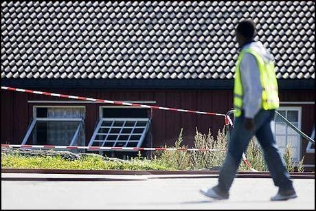 PREGET: Nordbybråten transittmottak i Våler i Østfold bar fredag morgen sterkt preg av slåssingen og tumultene sent torsdag kveld Foto: Scanpix Foto:
