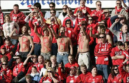 "BESTE SANG?: Er det Brann-supporternes ""12.mann"" som er best? Foto: Scanpix"
