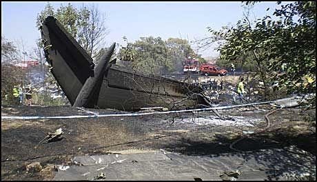 STERKE BILDER: Bildene av ulykkesflyet viser de store skadene. Foto: AP