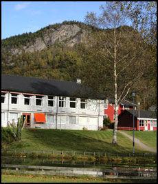 TOMT: Kvås videregående skole i Lyngdal blir ikke asylmottak. Foto: Fedrelandsvennen