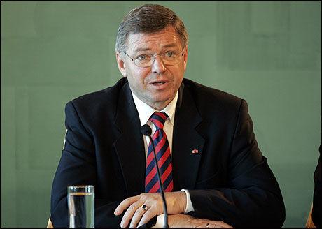 PENSJON: Ifølge Kjell Magne Bondevik har han tilbakebetalt for mye mottatt pensjon. Bildet er fra hans tid som statsminister. Foto: SCANPIX
