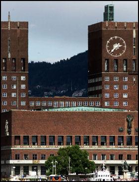 STRIDENS KJERNE: Rådhuset i Oslo har vært et godt egnet sted for flere menigheter i hovedstaden i flere år. Nå møter de en stengt dør. Foto: Scanpix