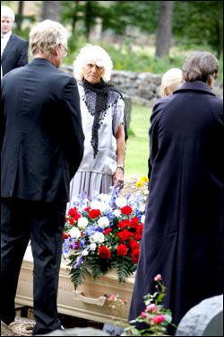BEGRAVD: Ran Lykke Himberg (22) blir her begravd 64 år etter sin død. Foto: Nicolai Prebensen