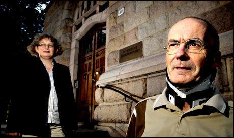 SKRIVER BOK: Erling Folkvord har både skrevet bok og skadet nakken i sykkelulykke det siste året. Her sammen med medforfatter Anne Kathrine Eckbo. Foto: Robert S. Eik