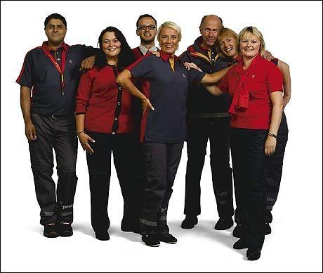 NYE KLÆR: Slik skal de ansatte på postkontorene være kledd heretter. Foto: POSTEN