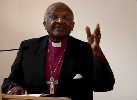 NOK ER NOK: Erkebiskop Desmond Tutu mener Mugabe må tvinges til å gå av. Foto: EPA