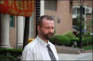 OPPEGÅENDE: Ingar Holst kan gå og sykle rundt i Shanghai, omtrent som før han ble syk. Foto: GEIR TERJE RUUD