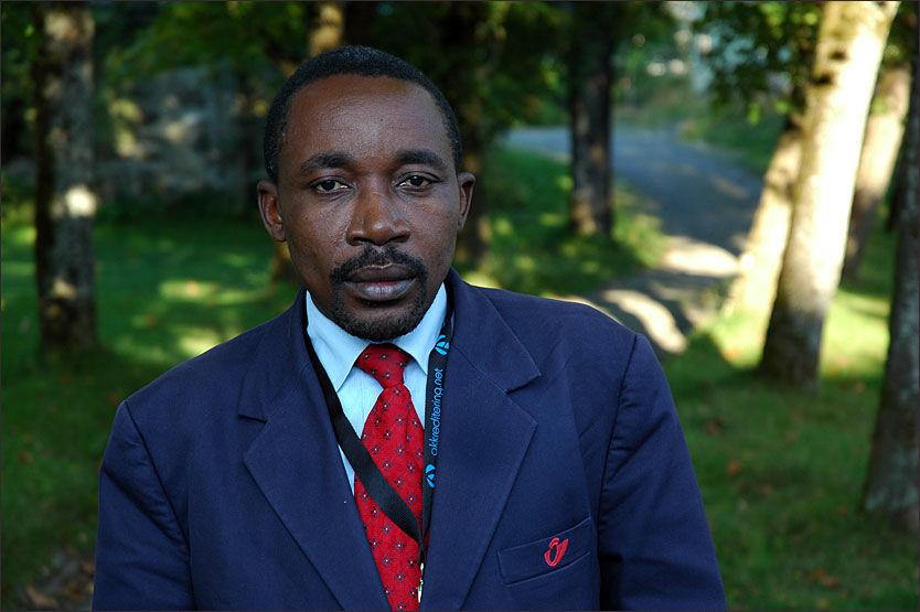LIVREDD: Philip Njaru er gjennom en årrekke blitt trakassert på grunn av sin kritiske og undersøkende journalistikk i Kamerun. Han frykter han vil bli drept om han reiser tilbake til hjemlandet, og søker nå asyl i Norge. Foto: STIAN EISENTRÄGER