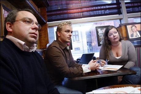 UREDD: Hans-Martin Nakkim fra Betsson (i midten) frykter ikke et forbud. Her er han flankert av Hanne Hollstedt fra Ladbrokes og Henrik Mandal fra Expekt. Foto: SCANPIX