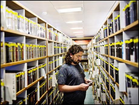 REKORDSTORE: Prosjektleder Jon Roar Tønnesen for Digitalt Musikkarkiv i NRK administrere Europas største digitale musikkarkiv i fullformat. Foto: Kristian Helgesen.