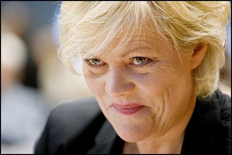 IKKE BEKYMRET: Norske finansinstitusjoner er solide, hevder Kristin Halvorsen. Foto: Scanpix
