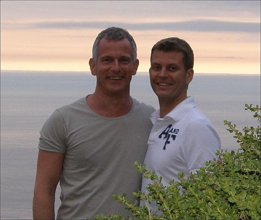 BRUDGOM OG BRUDGOM: Tidligere politisjef i Scotland Yard, Brian Paddick (t.v) gifter seg med sin norske kjæreste Petter Belsvik. Foto: Privat
