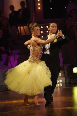 UTE: Jenny Skavlan og dansepartner Egor danset seg i kveld ut av årets «Skal vi danse». Foto: Scanpix