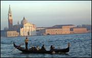 Venezia er en av Italias mest populære byer. Og for mange turister forbindes Venezia med en tur i gondolen. Men vil du virkelig kjenne smaken av byen, bør du sjekke ut noen av byens beste restauranter. Foto: JAN OVIND