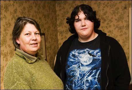 TILBAKE HOS MAMMA: Morgan Ekelund og moren Lo. Foto: ANDREAS HILLERGREN, AFTONBLADET