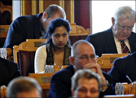 BEKLAGER: Stortingsrepresentant Saera Khan (Ap) beklager at hun har ringt klarsynte for en betydelig sum på Stortingets regning. Foto: Robert S. Eik, VG