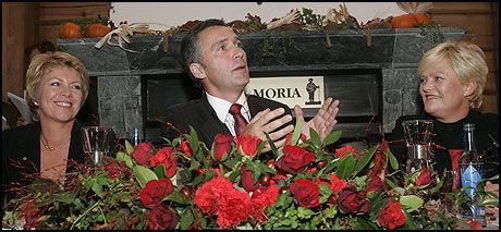 SORIA MORIA: 13. oktober 2005 la Jens Stoltenberg, Åslaug Haga og Kristin Halvorsen frem Soria Moria-erklæringen. Nå møter de anklager om løftebrudd. Foto: Scanpix