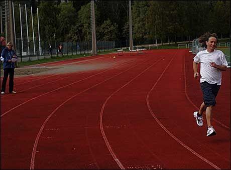 I MEGET GOD FORM: Divisjonsdirektør for folkehelse og levekår, Knut Inge Klepp i Helsedirektoratet, stilte sporty opp og havnet i kategorien i meget god form. Hans første løp på tid siden 1984. Foto: Tore Kristiansen