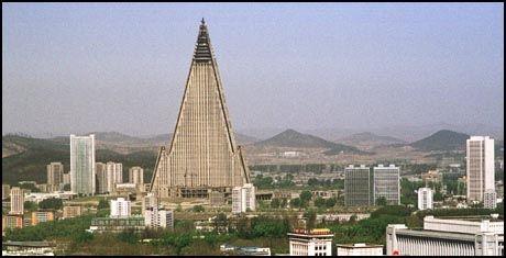 UBEBODD: I Nord-Korea har finansielle problemer stoppet utbyggingen av Ryugyong Hotell. Foto: Reuters.