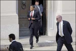 KAMPKLAR: Barack Obama var energisk og klar før han gikk på scenen i Indianapolis. Foto: AP