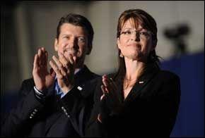 VITNET: Todd Palin, Sarah Palin ektemann, har tidligere nektet å vitne i saken. Fredag snakket han ut før sin kone. Foto: AFP