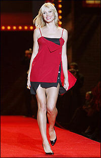 Røde klær gjør kvinnen uimotståelig