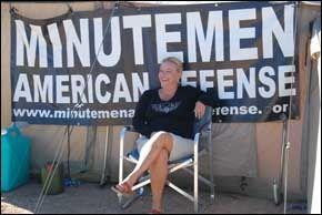 MAD: Shawna Forde er den eneste kvinnen som får delta i aksjoner med Minutemen. Foto: GEIR TERJE RUUD