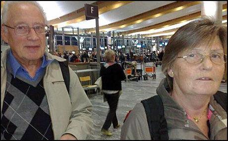 RAMMET: Ekteparet Turid og Arnfinn Grønslett skulle til Las Palmas i dag morges. Foto: LARS AKERHAUG