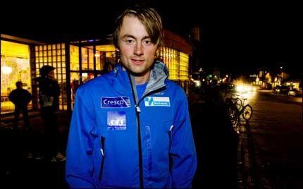 FIKK REFS: Petter Northug jr. hevdet at han ikke kjenner til boten fra Norges Skiforbund da han kom fra Kino på Lillehammer i går kveld. Foto: Geir Olsen