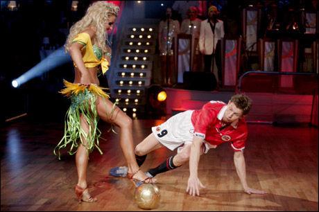 FLONALDO: Tore André Flo gjenskapte Brasil-kampen fra 1998 under sin siste finaledans Foto: Scanpix