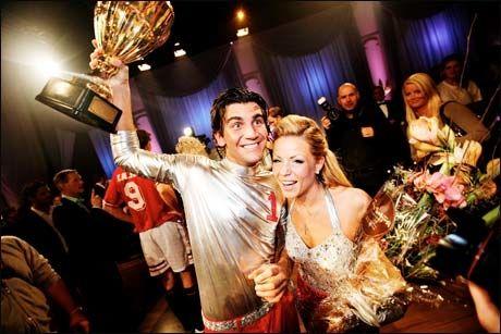 SUVERENE VINNERE: Lene Alexandra Øien og Tom Erik Nilsen triumferte i finalen av «Skal vi danse» Foto: VG