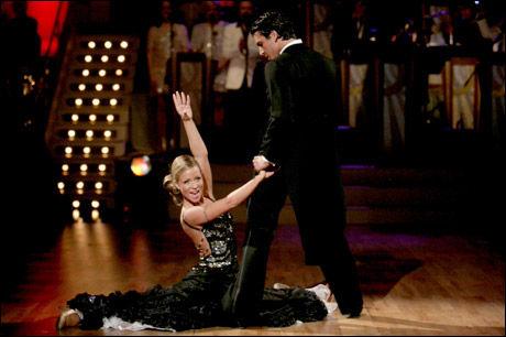 FULL POTT: Lene Alexandra Øien og dansepartner Ton-Erik Nilsen fikk 40 poeng av dommerne for tangoen i finalen. Totalt fikk de to full pott i alle tre dansene. Foto: Scanpix