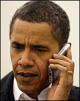 BRØT SEG INN PÅ MOBILEN: En ansatt i mobilselskapet Verizon logget seg inn på Obamas mobilkonto, men fant ingenting. Foto: AP