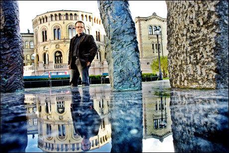 STØTTER:Stortingsrepresentant Martin Engeset mener Georg Apenes har rett til å kritisere han. Foto: Sara Johannessen