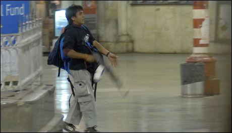 TERRORIST: En av personene som utførte angrepene mot Mumbai. Foto: AP