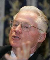 - HELT FEIL: Jusprofessor Carl August Fleischer mener at NPE bruker loven feilaktig i Tommy Bergs tilfelle. Foto: SCANPIX