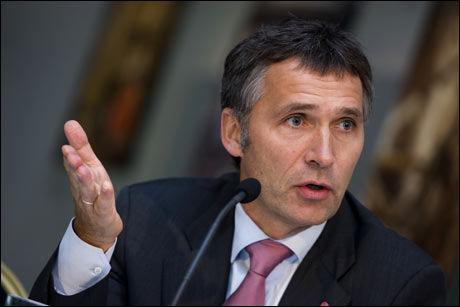 ØNSKER HANDLING: Statsminister Jens Stoltenberg kan kreve at sentralbanksjef Svein Gjedrem senker renten tidligere enn planlagt. Foto: SCANPIX