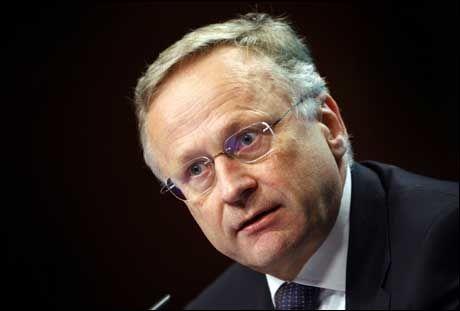 HENGER ETTER: Sentralbanksjef Svein Gjedrem bør senke renten tidligere. Foto: SCANPIX
